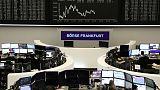 الأسهم الأوروبية تكافح لتزيح التشاؤم حيال النمو عن كاهلها