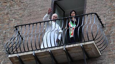Papa in Campidoglio,con Raggi su balcone