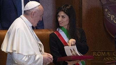 Raggi, Roma aperta e multiculturale