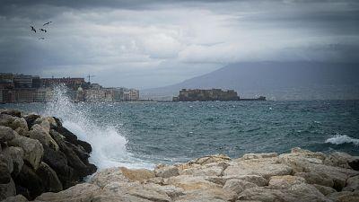 Maltempo, a Napoli domani scuole aperte