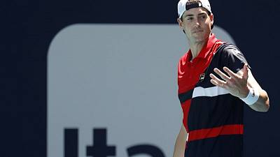 Tennis - Defending champion Isner into Miami quarters, Kyrgios out
