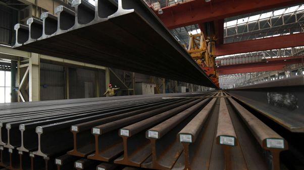 China's Jan-Feb industrial profits tumble 14.0 percent year-on-year