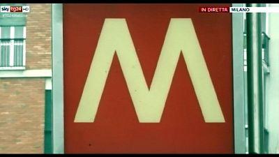 Brusca frenata metro Milano, una ferita