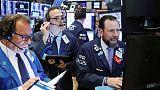 بورصة وول ستريت تغلق منخفضة وسط هبوط في عوائد سندات الخزانة الأمريكية