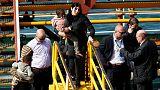 ناقلة صغيرة خطفها مهاجرون ترسو في ميناء فاليتا بمالطا