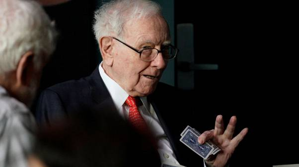 Buffett says Apple content plan hard to predict, touts airline safety