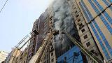 مسؤولون في بنجلادش: لا يوجد مخارج كافية للطوارئ في مبنى دمره حريق