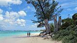 Alle Cayman durante permesso, denunciata