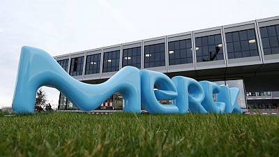 Merck KGaA welcomes Versum's decision to talk, keeps tender going