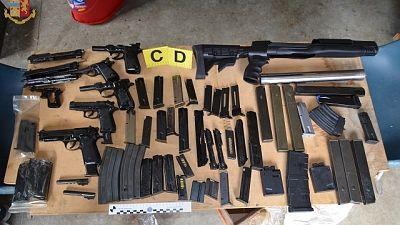 Trovato con arsenale di armi, arrestato