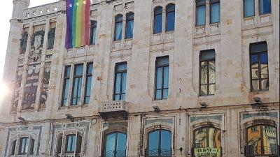 Bandiera arcobaleno in Comune Cagliari