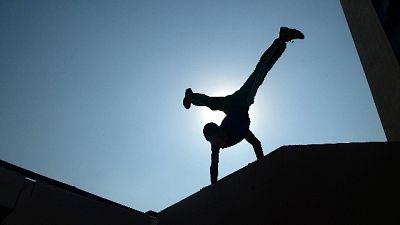 Parkour sul tetto, cade: grave 16enne