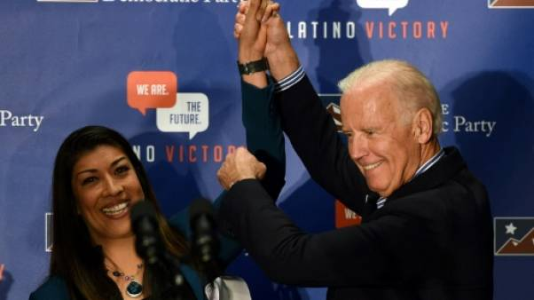 Lucy Flores (g) et Joe Biden, le 1er novembre 2014 à Las Vegas