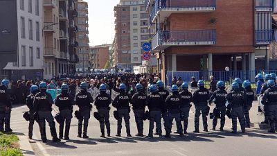 Polizia blocca gruppo di anarchici