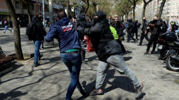 Heurts à Barcelone entre indépendantistes et partisans du maintien dans l'Espagne