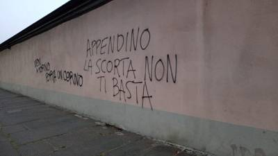 Torino, scritte anarchici contro sindaca