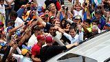 آلاف المتعاطفين مع المعارضة يحتجون على تكرار انقطاع الكهرباء في فنزويلا
