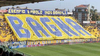 Calcio, Parma ricorda tifoso morto
