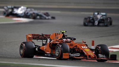 F1: Leclerc in testa a metà gara