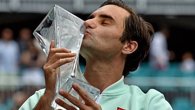 Federer downs injured Isner for 101st career title