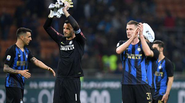 Lazio stun Inter to throw Champions League race wide open
