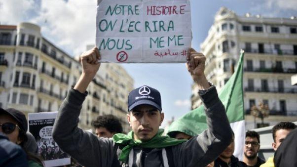Les Algériens dubitatifs après l'annonce d'une prochaine démission de Bouteflika