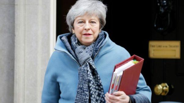 """Brexit: May et Corbyn poursuivent les discussions pour éviter un """"no deal"""""""