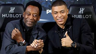 Brazil soccer great Pele hospitalised in Paris - RMC Sport