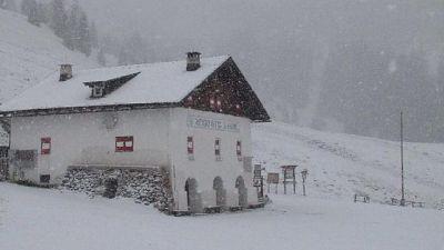 Neve su Dolomiti venete, chiusi i passi