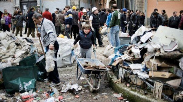 L'Italie commémore le 10e anniversaire du séisme meurtrier de L'Aquila