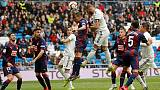 Benzema salva Real, doppietta all'Eibar
