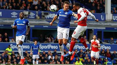 Jagielka the hero as Everton dent Arsenal's hopes