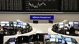 الأسهم الأوروبية تنخفض بفعل السيارات والتكنولوجيا