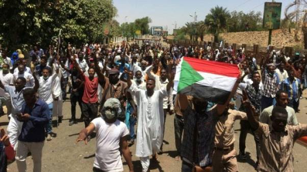 """Soudan: manifestation devant le QG de l'armée pour l'inciter à discuter d'une """"transition"""""""