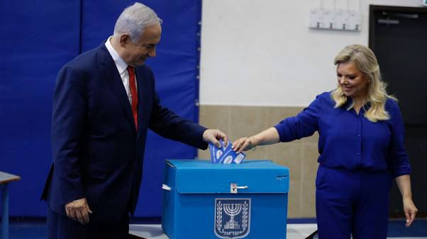 استطلاعات آراء الناخبين تظهر سباقا محتدما بين نتنياهو ومنافسه الرئيسي