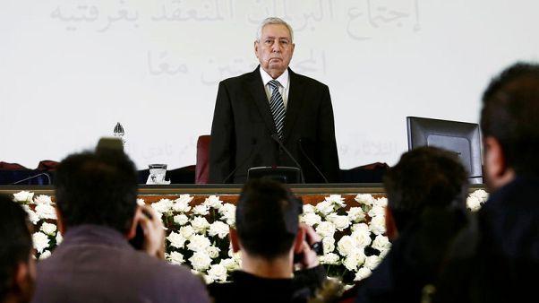 الرئيس الجزائري المؤقت يتعهد بإجراء انتخابات حرة