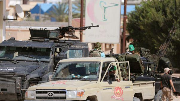 آلاف ينزحون عن ديارهم في طرابلس مع احتدام المعارك على مشارف المدينة
