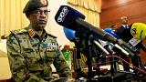 """وزير الدفاع السوداني يعلن """"اقتلاع النظام"""" والتحفظ على البشير في مكان آمن"""