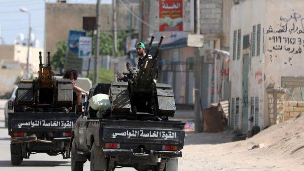 احتجاز أسرى من قوات شرق ليبيا وأوروبا تدعو حفتر لوقف الهجوم على طرابلس