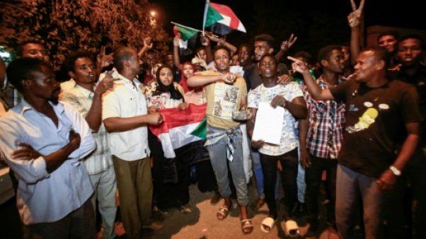 Soudan: après l'espoir, les manifestants en colère et décidés à braver le couvre-feu