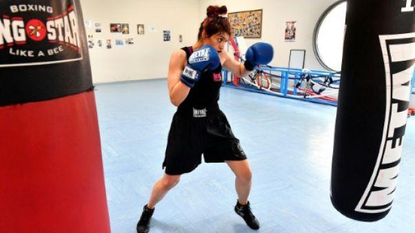 De Téhéran à Royan, la boxeuse Sadaf Khadem combat pour la première fois sur un ring