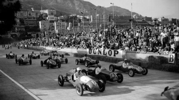 Les voitures de course prenant le départ du GP de Monaco, le 21 mai 1950