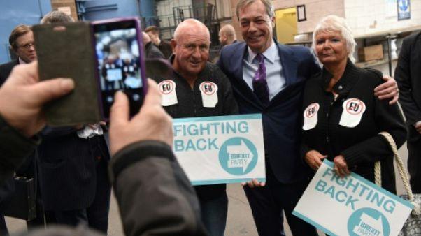 """Brexit: Nigel Farage lance sa """"contre-attaque"""" en vue des européennes"""