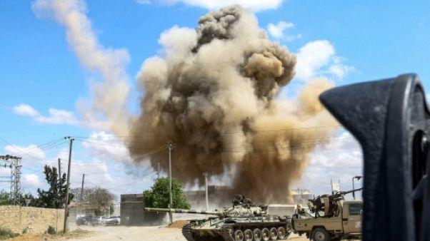 Libye: les combats s'intensifient au sud de Tripoli, raids aériens