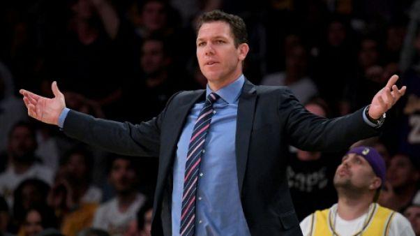 NBA: les Lakers limogent leur entraîneur