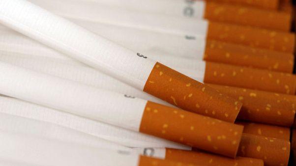 إدارة الأغذية الأمريكية تبعث برسائل إلى 12 شركة بشأن بيع التبغ للقاصرين