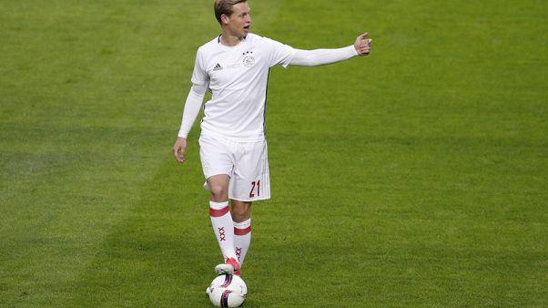 Soccer - Ajax midfielder De Jong may miss Juventus tie