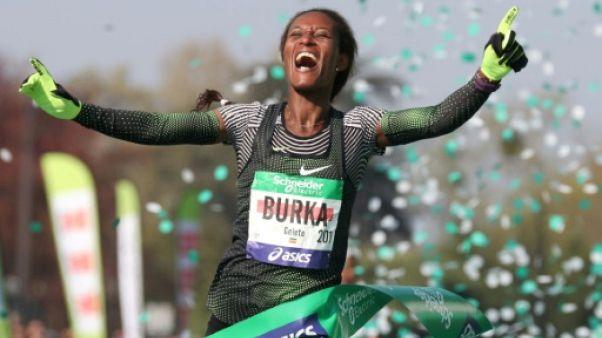 Athlétisme: victoires des Ethiopiens chez les messieurs et dames au marathon de Paris