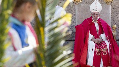 Papa, mondanità minaccia per Chiesa