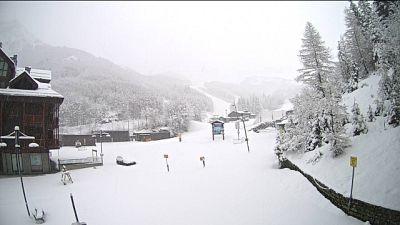 Maltempo: neve sull'Appennino toscano